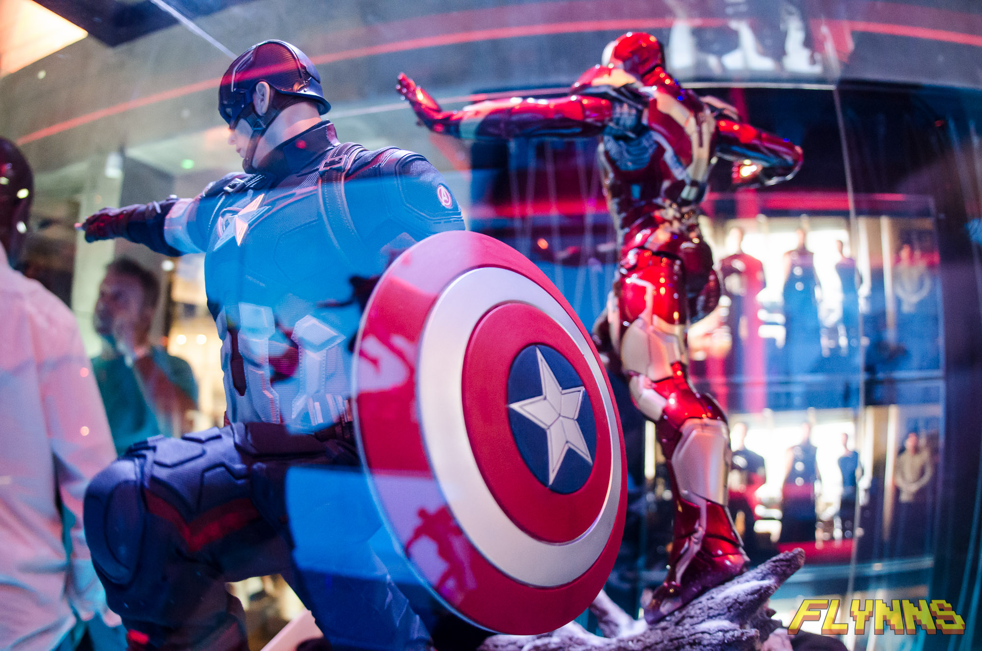IRON STUDIOS: CAPTAIN AMERICA AVENGERS AGE OF ULTRON LEGACY 1/4 SCALE GMC5353